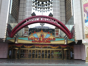 Photo: Lotte World from the outside. I was able to enjoy the theme park during my previous visit to Korea, October of 2011.