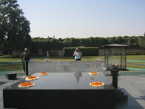 Photo: Gandhin muistomerkillä
