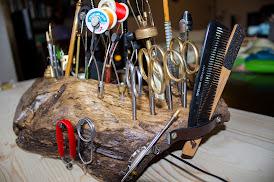 Стойка за инструменти от дърво