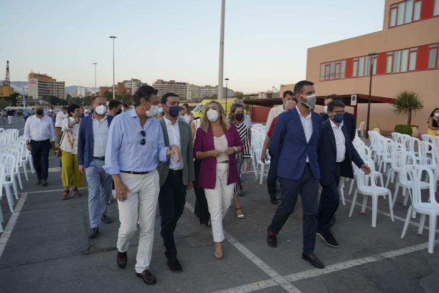 La llegada de la comitiva de Junta, Ayuntamiento y Diputación al Puerto de Almería.