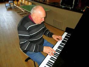 Photo: Miran virolainen pianonvirittäjä. - Miras estniska pianostämmare.