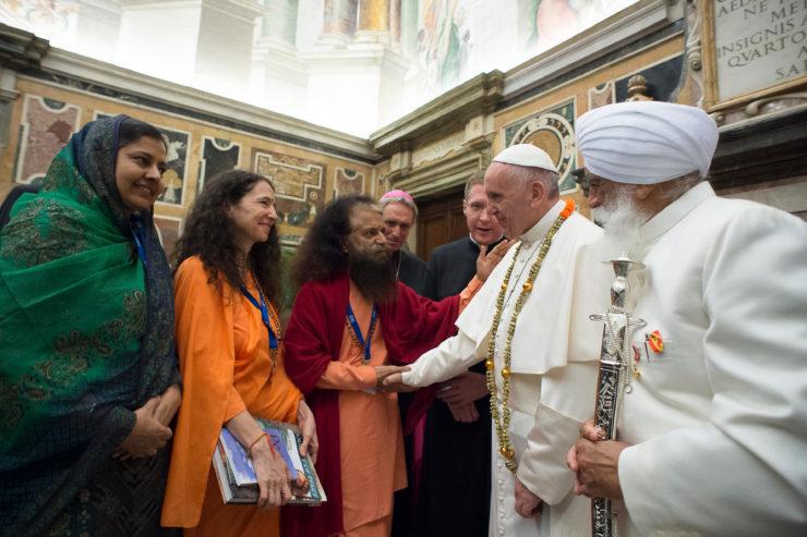 Đức Hồng y Tauran nhấn mạnh 'Tôn giáo thuộc về bản chất vốn có của con người'