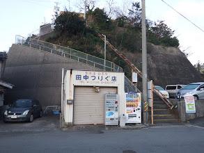 右の階段を登る