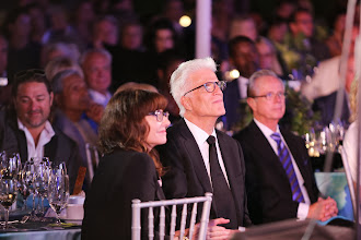 Photo: Ted Danson and wife Mary Steenburgen watch Sheryl Crow perform (c)Oceana/Ryan Miller