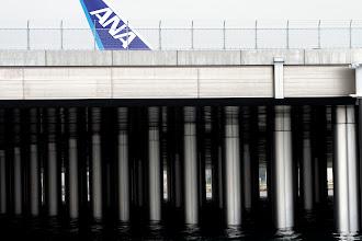 Photo: これぐらい引くと、さっきの写真が何なのか見えてきます。  羽田空港 D滑走路 Haneda Airport, D Runway #hanedaairport  #pentaxusersjp  #pentaxk5