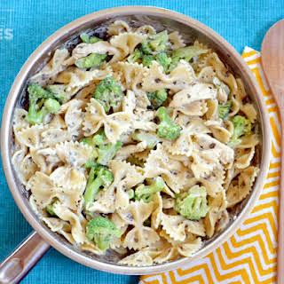 Creamy Pesto Pasta with Chicken & Broccoli.
