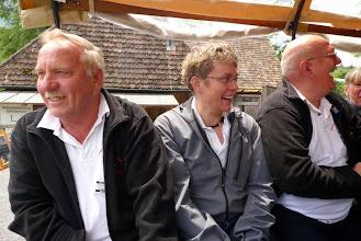 Photo: Auf dem Rössliwagen. Was gibt es da zu lachen?