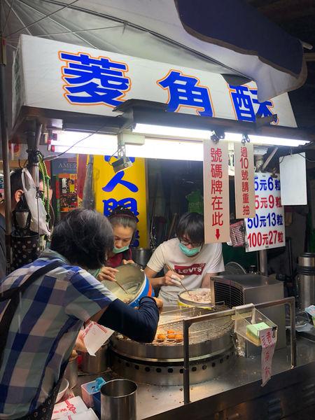 台中美食/廟東夜市 菱角酥在地人從小到大的零嘴