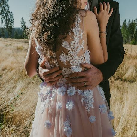 Wedding photographer Cosmin Pogan (xlmediaone). Photo of 20.11.2017