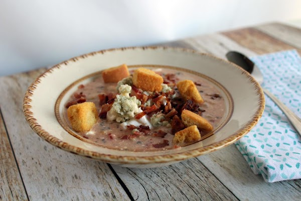 Top bowls with bacon, blue cheese, sour cream, and garlic croutons. ENJOY!!