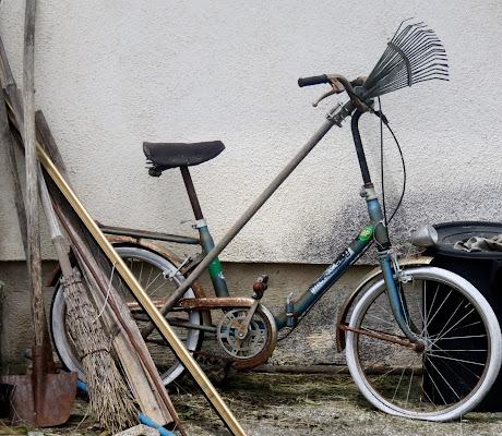 """la vecchia bici tipo """"graziella"""".... di mariellaturlon"""