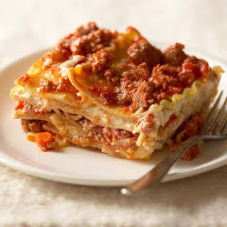 Lasagna Recipe With White and Red Sauce.