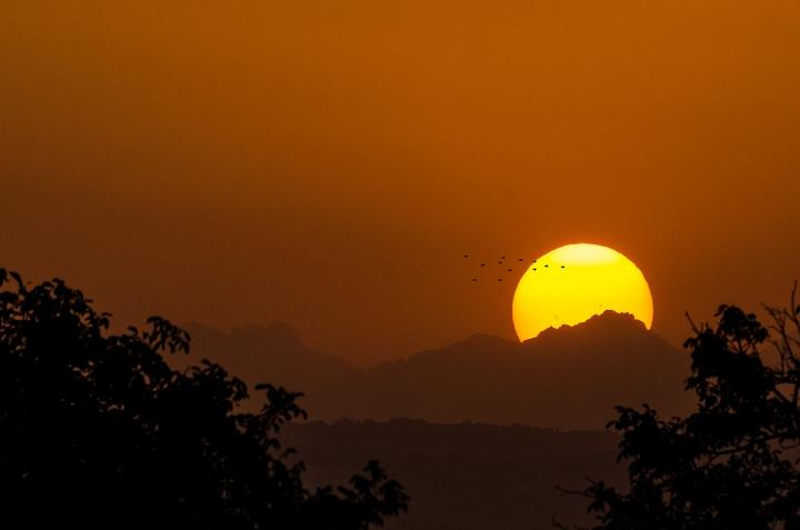 Sunset over the mountain di AlbertoPhoto