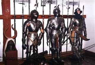 Photo: Waffenkammer © Wikipedia CC Lizenz Urheber Sir Gawain