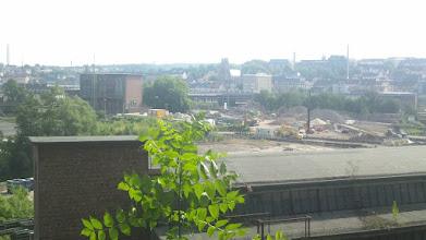 Photo: Die Baustelle der Bahnhofshinterfahrung nördlich des Hauptbahnhofs vor dem Hintergrund der Eckeseyer Brücke und der Kirche St. Josef (Altenhagen). Im Vordergrund das alte Werk von Funcke & Hueck. Links das Umspannwerk der früheren Elektromark (Mark E).