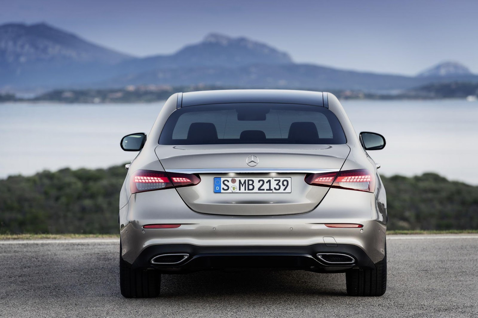 Mercedes-Benz Gives 2021 E-Class A Face And Tail Lift Along With New  Straight-Six   Carscoops   Benz e, Mercedes e class, Mercedes benz