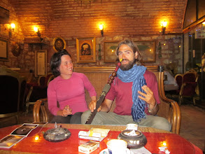 Photo: local style: narguilé et café turc.