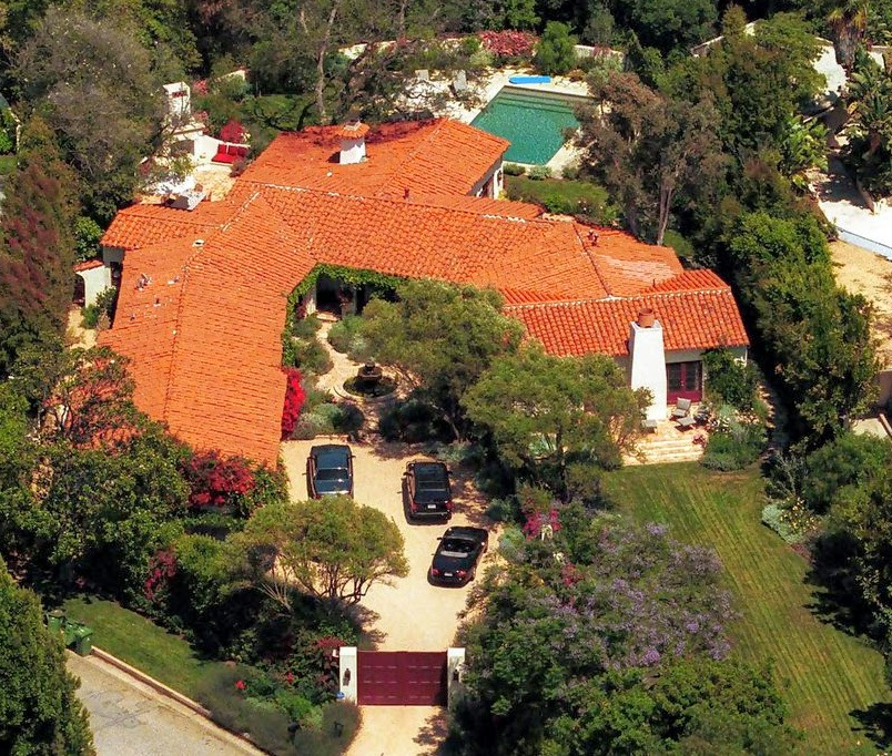 Cote de texas nancy meyers comes home again for Cj garden designs