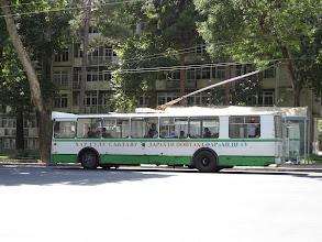 Photo: Typickým městským hromadným dopravním prostředkem jsou trolejbusy a maršrutky.