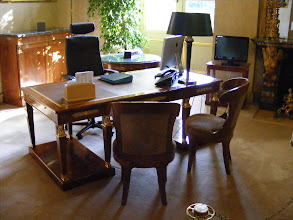 Photo: This Office of the Vice President of the Senate (one of three) has a mixture of modern and Empire-style furniture. It was formerly the reading room of the Peers of France (who functioned in the first half of the 19th century similarly to the British House of Lords).