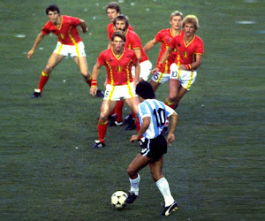"""WEDSTRIJD: Neem deel en win het boek """"Maradona en de Belgen"""" van François Colin"""