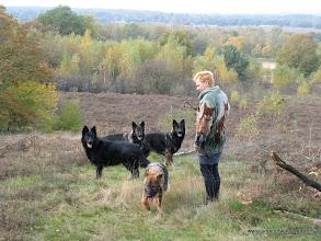 Photo: Samen over het hekje op de steppe.......