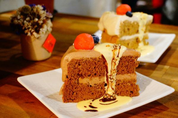 小墊子i'mmat cafe❤️濃濃的聖誕氣氛x戚風蛋糕必點x巷弄低調溫馨咖啡店