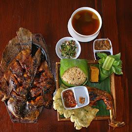 Gurame Bakar Nasi Tugtug by Mulawardi Sutanto - Food & Drink Plated Food ( sunda, gurame bakar, bandungm, nasi tugtug, lauk pauk, travel, oncom )