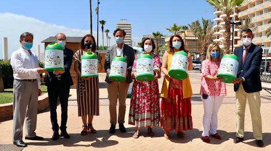 Los chiringuitos se implican en el reciclaje y colaboran en la economía andaluza