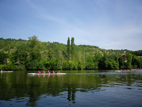 Photo: Rowers, upstream from Cahors