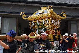 Photo: 【平成19年(2007) 宵々宮】 神輿の飾り付けが完了し、お仮屋搬入に向かう。
