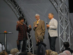 Photo: 1. Bg. Dr. Lehmann begrüße die Gäste und stellte sich wichtigen Fragen ..