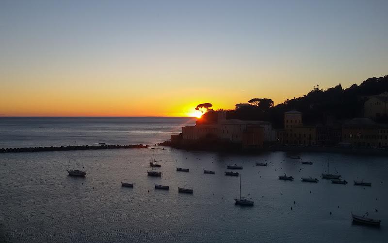 E là dove la natura decide di collocare i propri limiti, esplode lo spettacolo: i tramonti. di ocram69