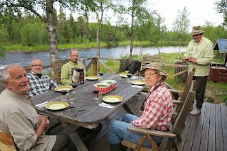 Photo: Första middagen serveras