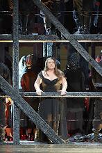 Photo: CHOWANSCHTSCHINA an der Wiener Staatsoper. Inszenierung: Lev Dodin. Premiere 15. November 2014. Caroline Wenborne. Foto: Wiener Staatsoper/ Pöhn