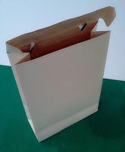 Photo: Sacola Especial com alça e fecho na própria tampa (detalhes na abertura)