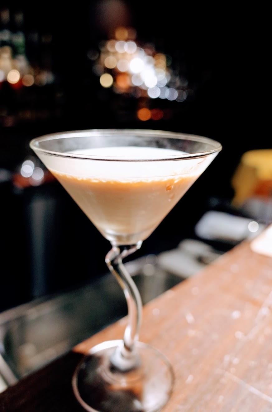 這杯即興製作的,喝起來很甜,適合喜歡甜酒的人喔! 沒有取名,我們自己用魍美的名字去稱呼他,叫做