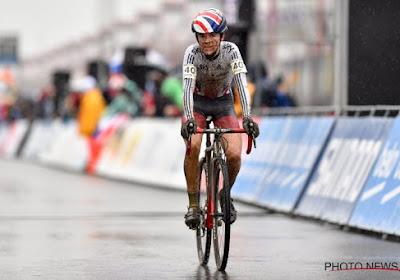 """🎥 Tom Pidcock zes dagen na sleutelbeenbreuk opnieuw op de fiets: """"Wagonnetje opnieuw vertrokken"""""""
