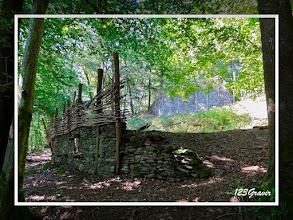 Photo: Reconstitution de remparts en pierres sèches