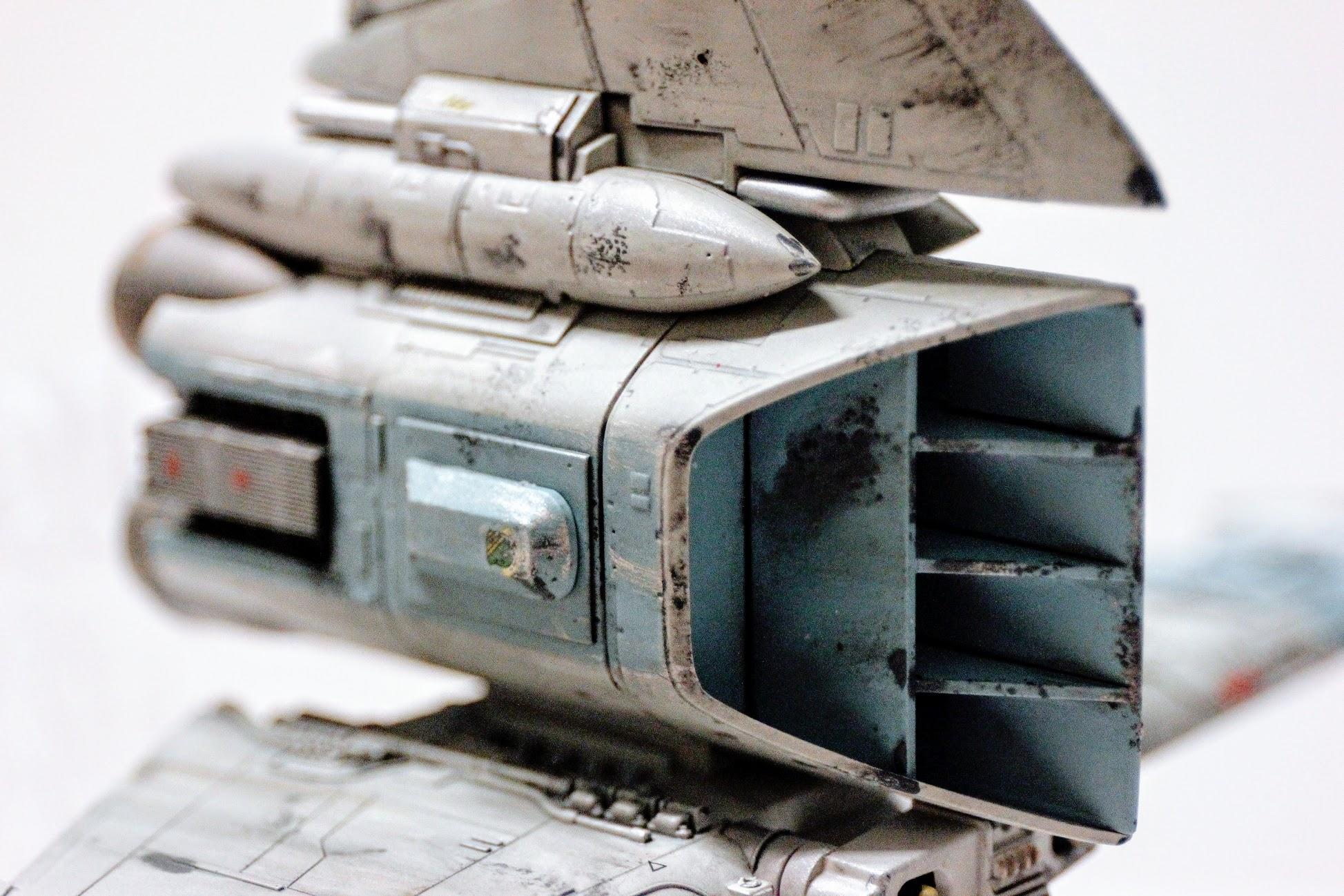 引擎部分,是不是,當多了一些髒污,更像在戰場上活躍的機體