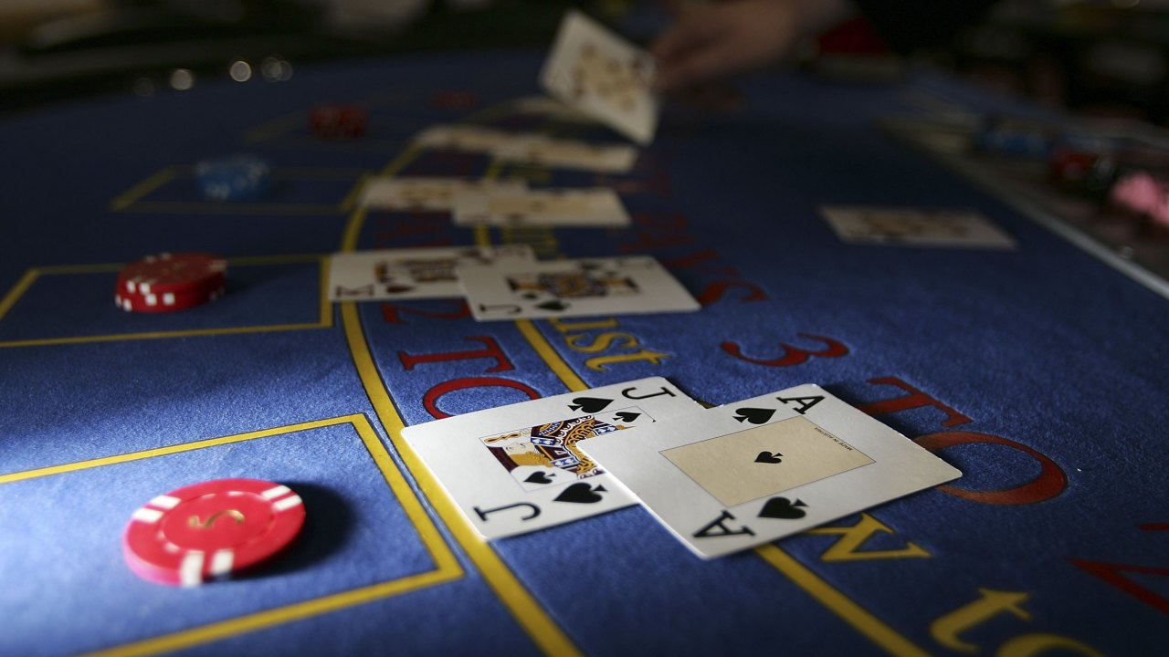 Also, it is important to mention online craps as one of the games with favorable odds. With craps, you can expect to have a 50/50 chance to win a turn in this amazing game as they bet on the dice roll. And then there is online roulette, which is one of the most popular casino games that are available in different versions. No matter the version you are playing, you have a wide range of betting choices such as red or black, even or odds where you have a 50/50 winning chances.