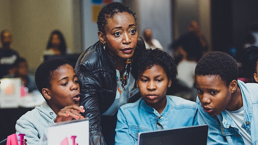 A mentor is pictured with girls participating in one of the AI bootcamps. (Photo source: Kgalema Motlanthe Foundation)