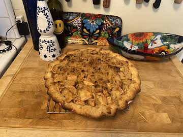 OLD FASHIONED APPLE PIE WITH FRENCH CRUMB TOPPING