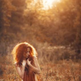 Gold light by Павел Рыженков - People Portraits of Women ( girl, nature, gold, light )