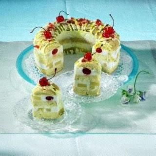 Piña-Colada-Kranzkuchen mit Sahne