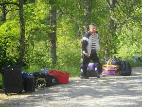Photo: Daniel dans le rôle du bagagiste