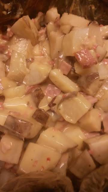 Slow cooker cheesy potatoes and ham