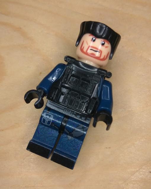 Lego imitation pada jarak dekat