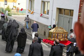 Photo: Relikviefejring og derefter procession gennem byen med helgenskrinet