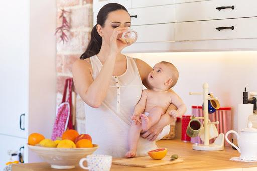 Phụ nữ sau sinh nên ăn hoa quả như thế nào để lợi sữa